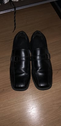 Boys dress shoes size 4 Mississauga, L5A