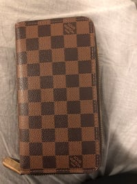 Louis Vuitton Zippy Wallet - USED Plymouth, 55447