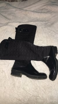 pair of black leather chunky heeled booties 42 km