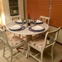 RARE FIND, CUTE LITTLE DINING TABLE AND CHAIRS   London, N5Y 5G3