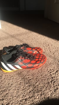 Indoor soccer cleats  Calgary, T2Z