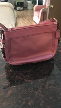 pink Coach leather shoulder shoulder bag
