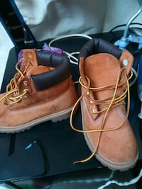 Kids timberland boots size 1 medium Boston