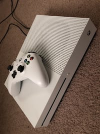 White Xbox One S w controller + games Louisville, 37777