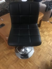 Black leather bar chair  Mont-Royal, H3R 3H6