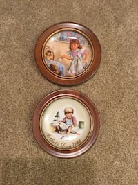 2 collectible plates in wood frames Omaha, 68137