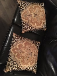 2 decorative pillows