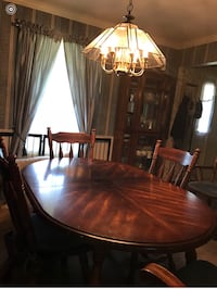 Formal Dining Room table, 5 chairs and China Cabinet in Good Condition Holland, 43528