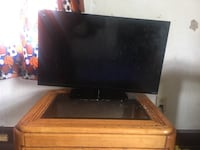 Two different TVs. Only sellin one tho. Let y'all pick. One is aye smart tv n the other aye LG. Smart tv Lings alil but im. Gone to tighten the screw  Indianapolis