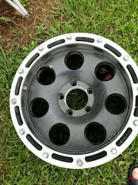 2010 jeep rims  73 km
