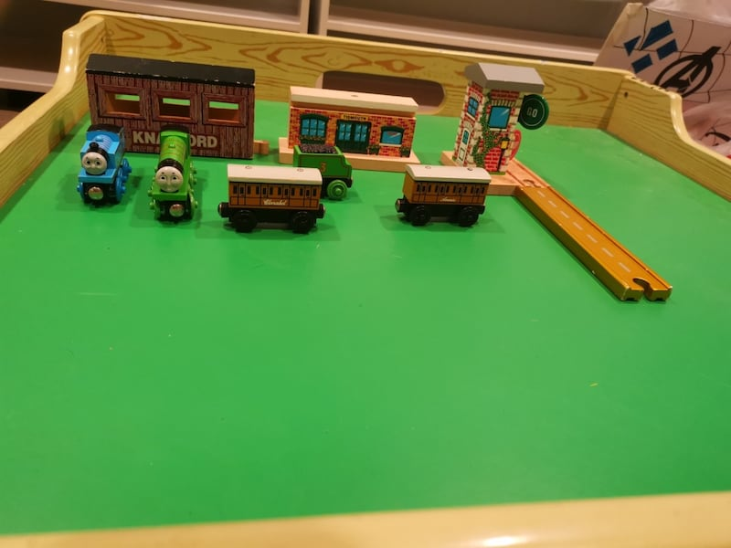 Train Table and Thomas Trains with tracks as well 56b9fda7-878f-4d62-acad-f21fcf07a92e