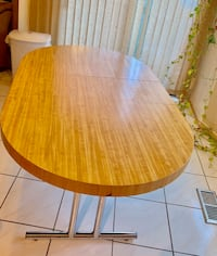4 CHAIRS AND A TABLE FOR SALE Mississauga, L5N 5A8