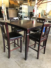Tall wooden table with 4 chairs Edinburg, 78539
