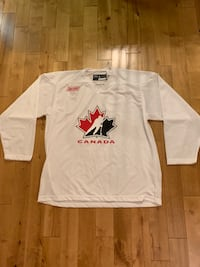 White Baur Team Canada - Large 556 km