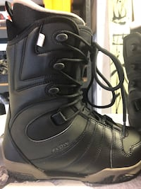 New women's size 7 snowboard boots  Tacoma, 98444