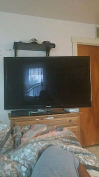 black flat screen TV with remote Westville, 08093