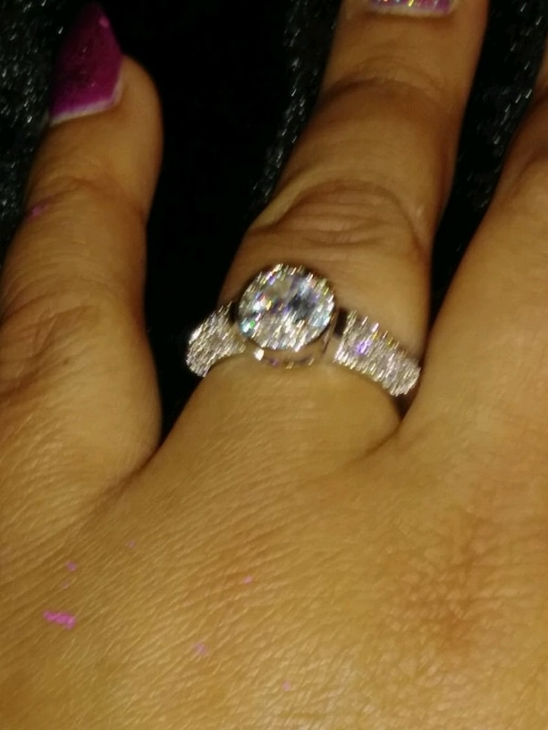 ***COCKTAIL/ENGAGEMENT RING*** 9a7d1298-188a-4932-9557-d5f11999e590