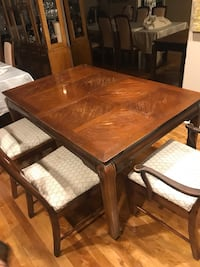 Table 2 extensions & 6 chairs.          Table 2 extension &6 chaises 780 km