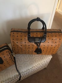 Tan and black leather tote bag 45 mi