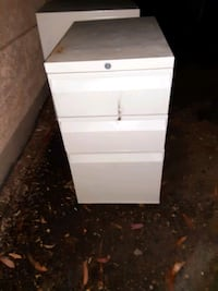 A set of 2 fireproof filing cabinets (3ft)
