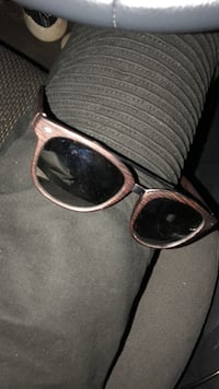 black framed Ray-Ban wayfarer sunglasses Saskatoon, S7H 0Z9