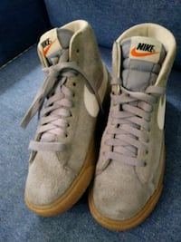 Nike Womens size 5 Suede Sport Shoes
