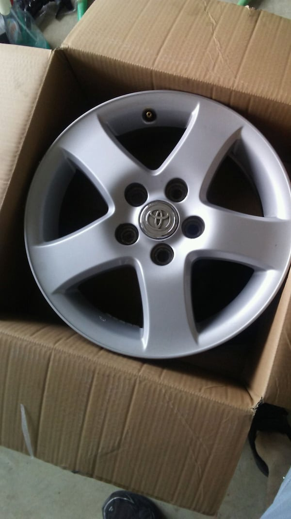 2 Sets of Camry Rims 39e6dd87-3cf2-474a-af77-6f62f02e250d