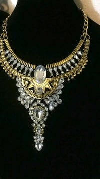 gold-colored necklace with clear gemstones Laredo, 78040