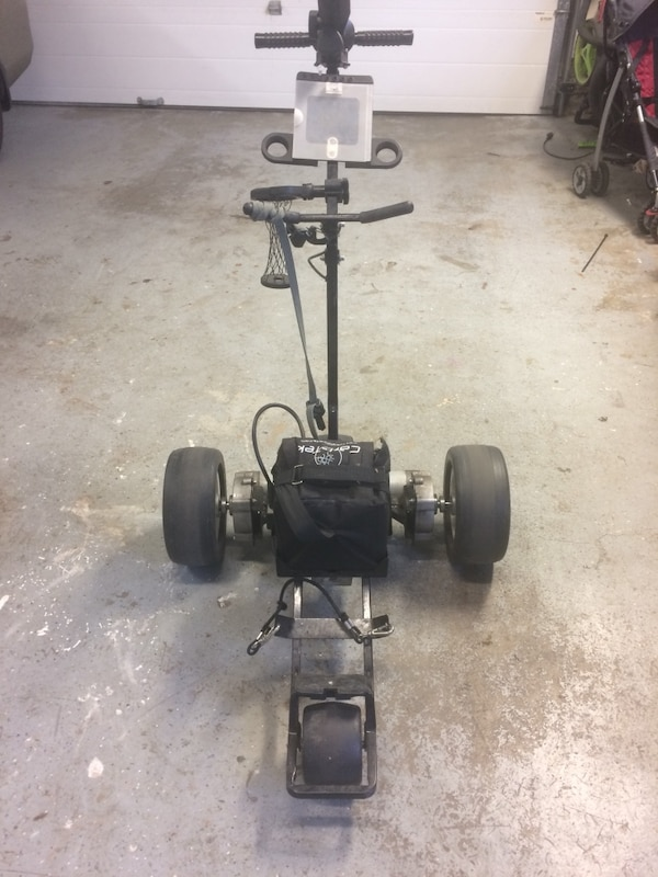 Battery operated golf cart with remote