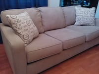 Being couch with 2 pillows (almost new) Columbia