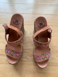 New lucky brand size 8 sandals Mississauga, L5B 0B1