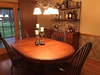 Dining table with 4 chairs - like new