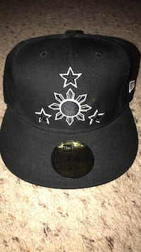 black and white fitted cap 2295 mi