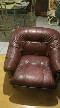 Leather couch set Toronto, M5G 1Y8