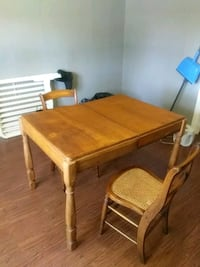 Kitchen table and chairs Clarksville, 37043