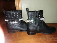 pair of black leather boots Stoneham, 02180