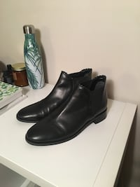 Pair of black leather boots size 9 women's