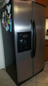 stainless steel side-by-side refrigerator with dis Los Angeles, 90001