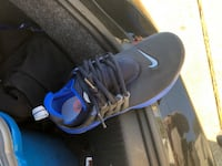 pair of black-and-blue Nike basketball shoes 41 km