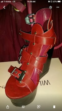 Burgundy strapped wedge like new. Size 7 1/2 Fort Hood, 76544