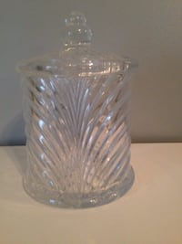 Very pretty cut glass jar could be used for candy or cookies or anything Nicholasville, 40356