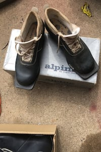 Alpine cross country ski boots. Holly, 48442