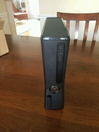 Xbox 360 4GB with games
