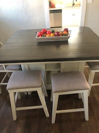 Dinning table seats 6 people Riverside, 92506