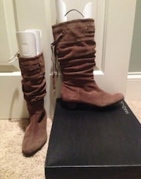 Madison Carrie suede boots in taupe size 8 nib.  Fits almost any calf. never worn. Arlington, 22201