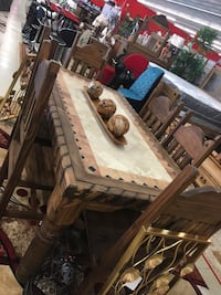 Brown wooden table with chairs dining set Shreveport, 71107