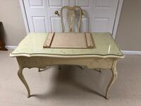 Ethan Allen Table and Chair Warwick, 10990
