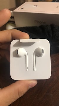 White apple earphones  Springfield, 22150