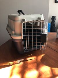 Small pet carrying crate