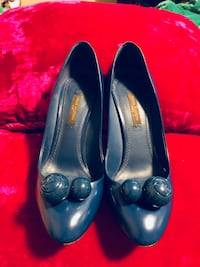 pair of blue leather heeled shoes San Antonio, 78218